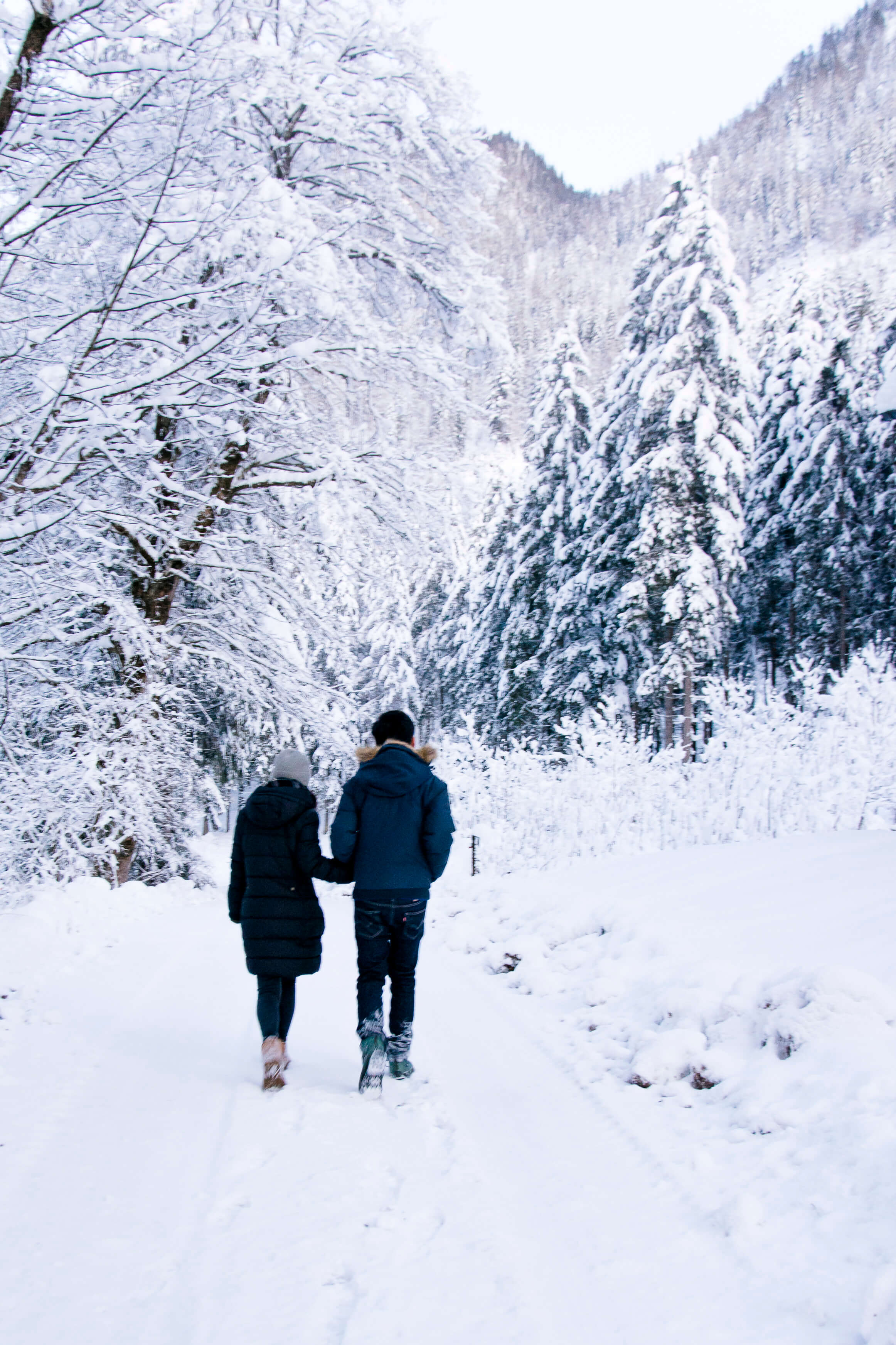 Engagement Shooting in the snow in Hallstatt