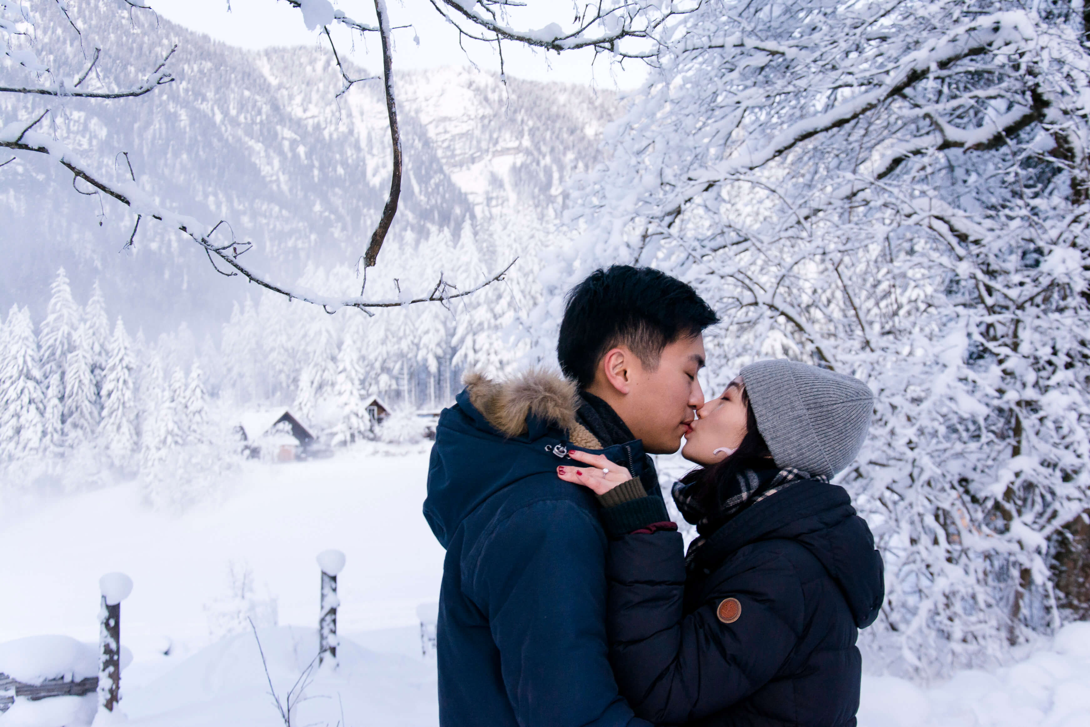 Engagement Pictures in the snow in Austria Hallstatt