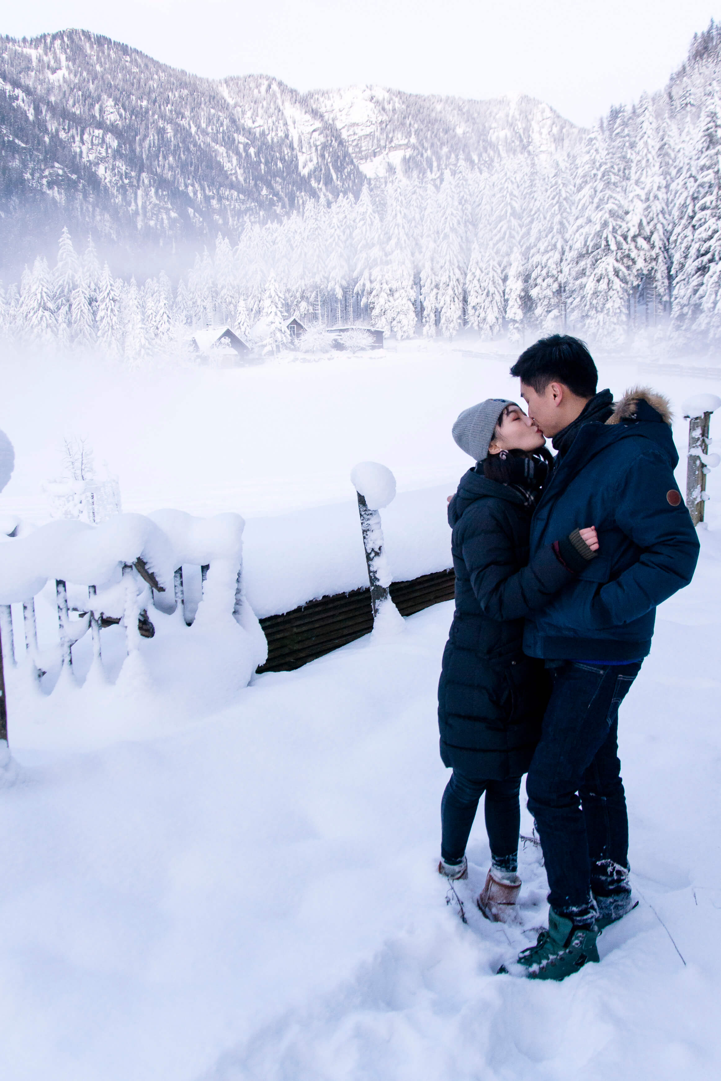 Surprise proposal in the snow austria mountains photographer